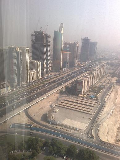 Salah satu jalan utama dubai, dari jendela bilik hotel
