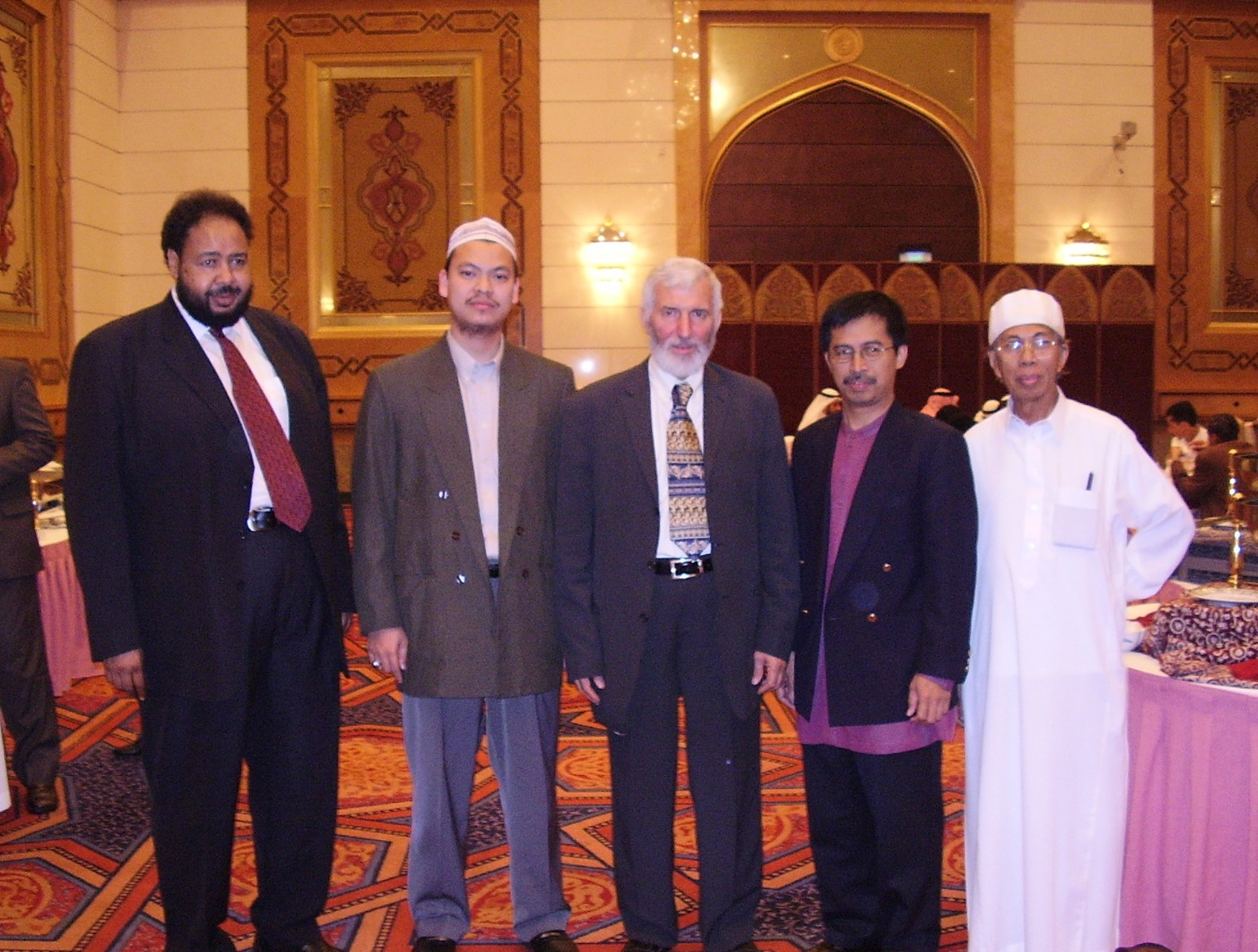 Me and Syeikh Dr Abd Sattar Abu Ghuddah (in the  Middle) at Dallah AlBarakah Conference on Oct 2005